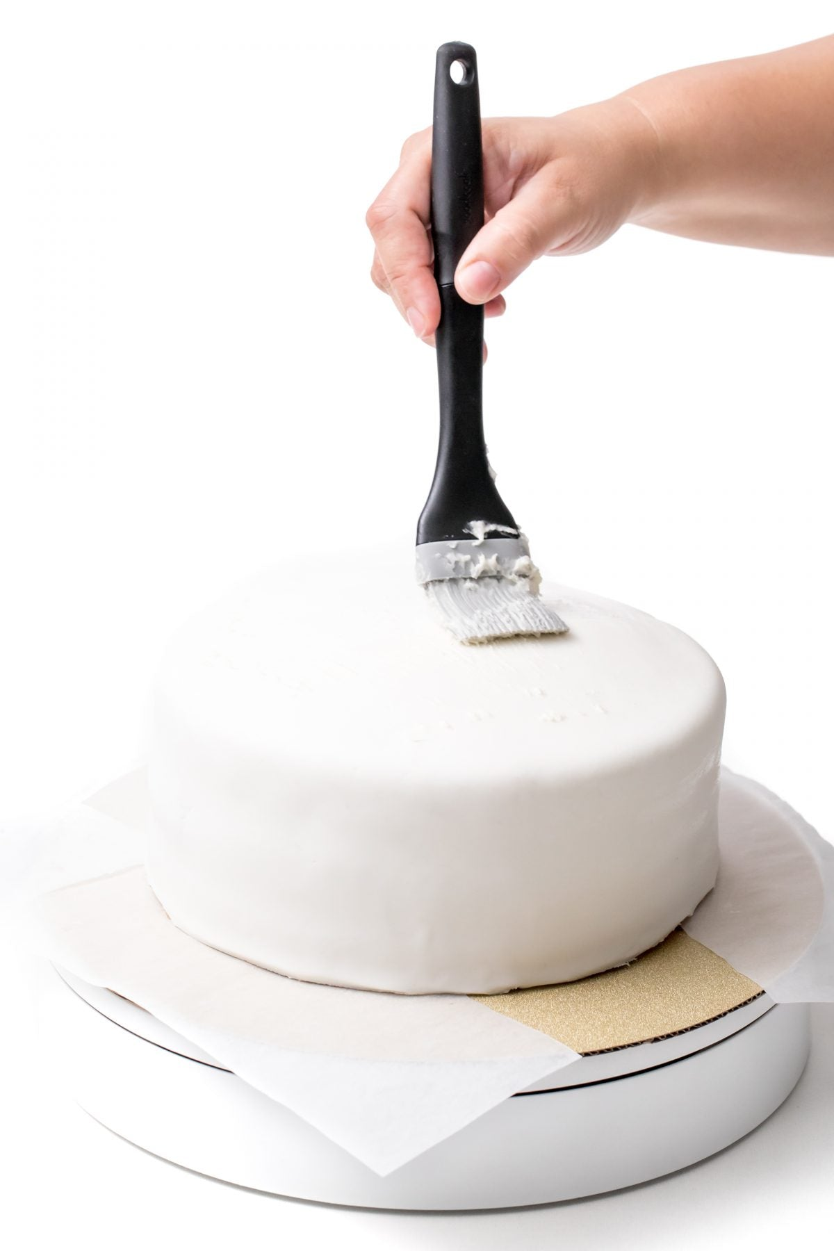 TOP THE CAKE WITH BUTTER CREAM ICING