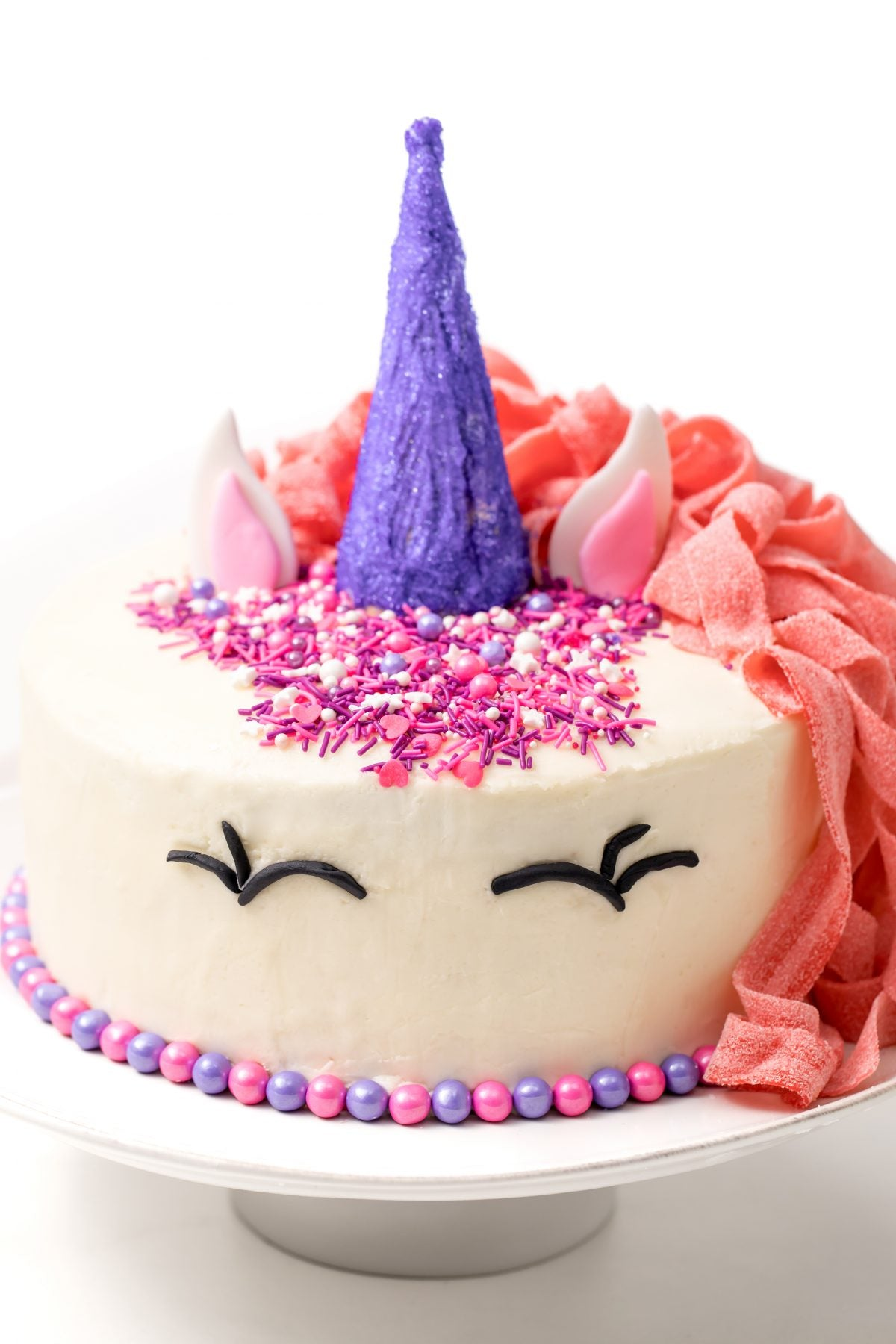 Two different beautiful cakes This pink unicorn cake will make your party a success!
