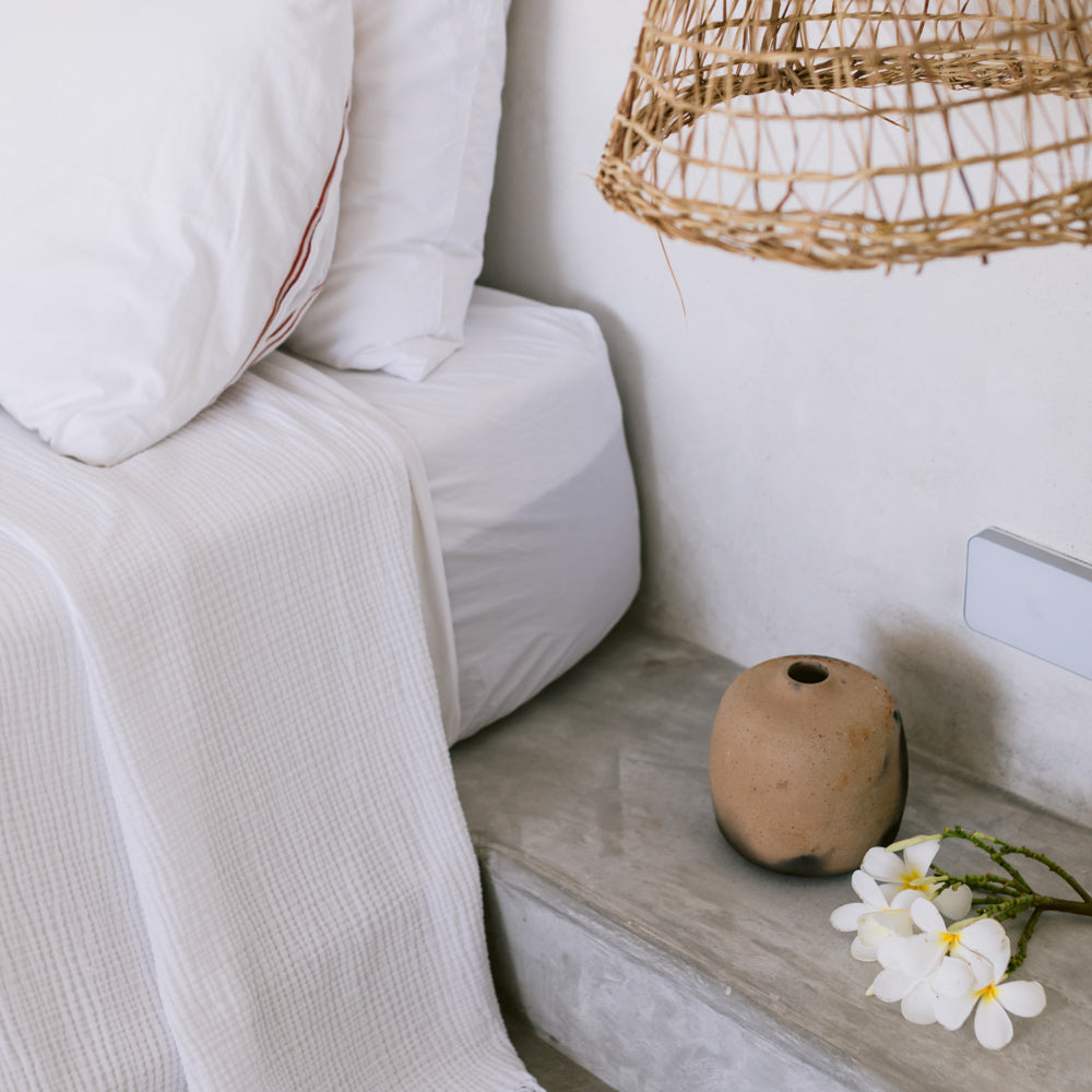 A medium cilindro vase on a bedside table.