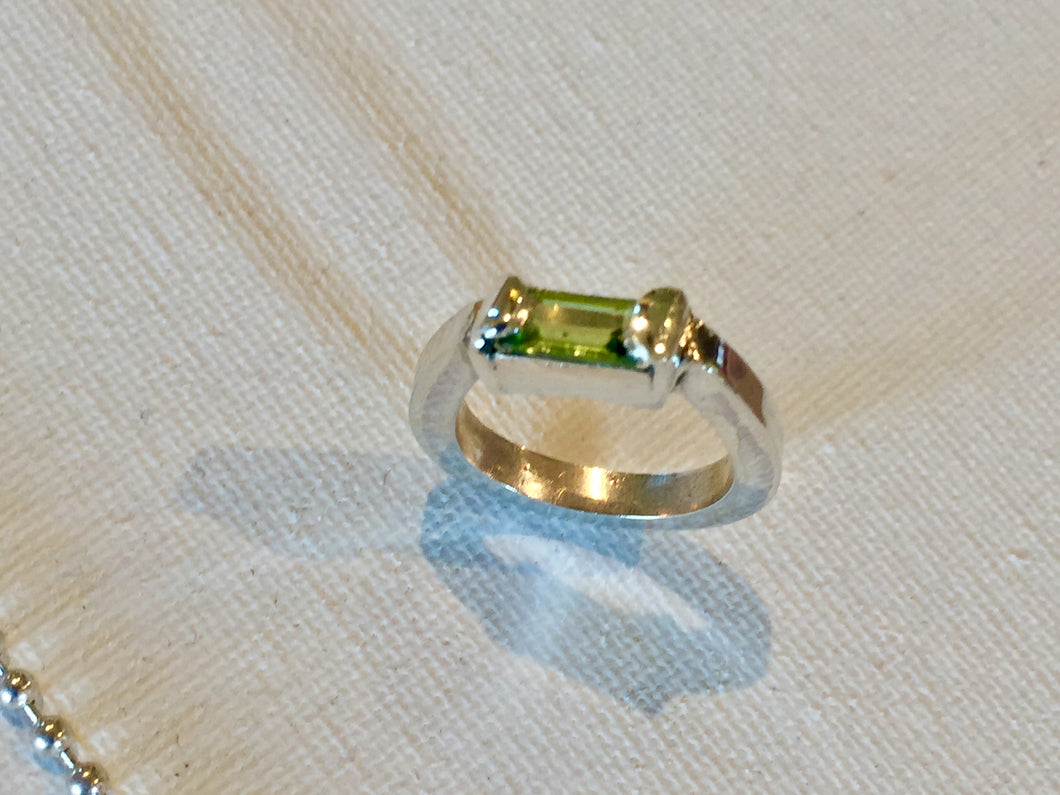 New beginnings - Sterling Silver Ring with a beautiful Peridot stone