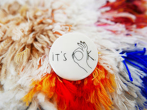 STORIES - broche - it's OK  |  somethingsINSIDE x helenb  |  LAATSTE STUKS - limited edition