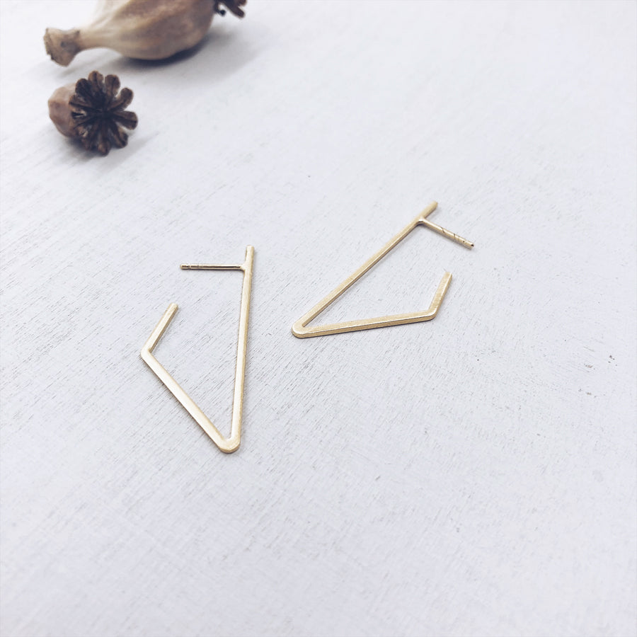 BASIC - LINES - triangle°front - 18kt verguld