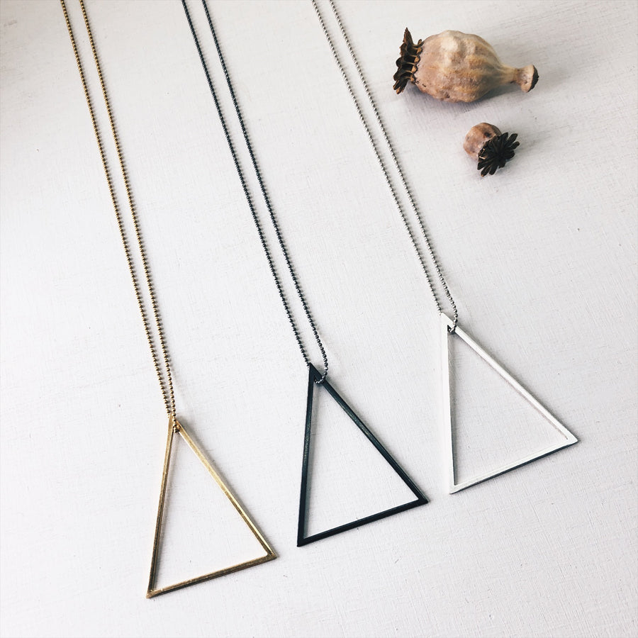° brass.LINE, halsketting - open triangle BLACK (black chain)