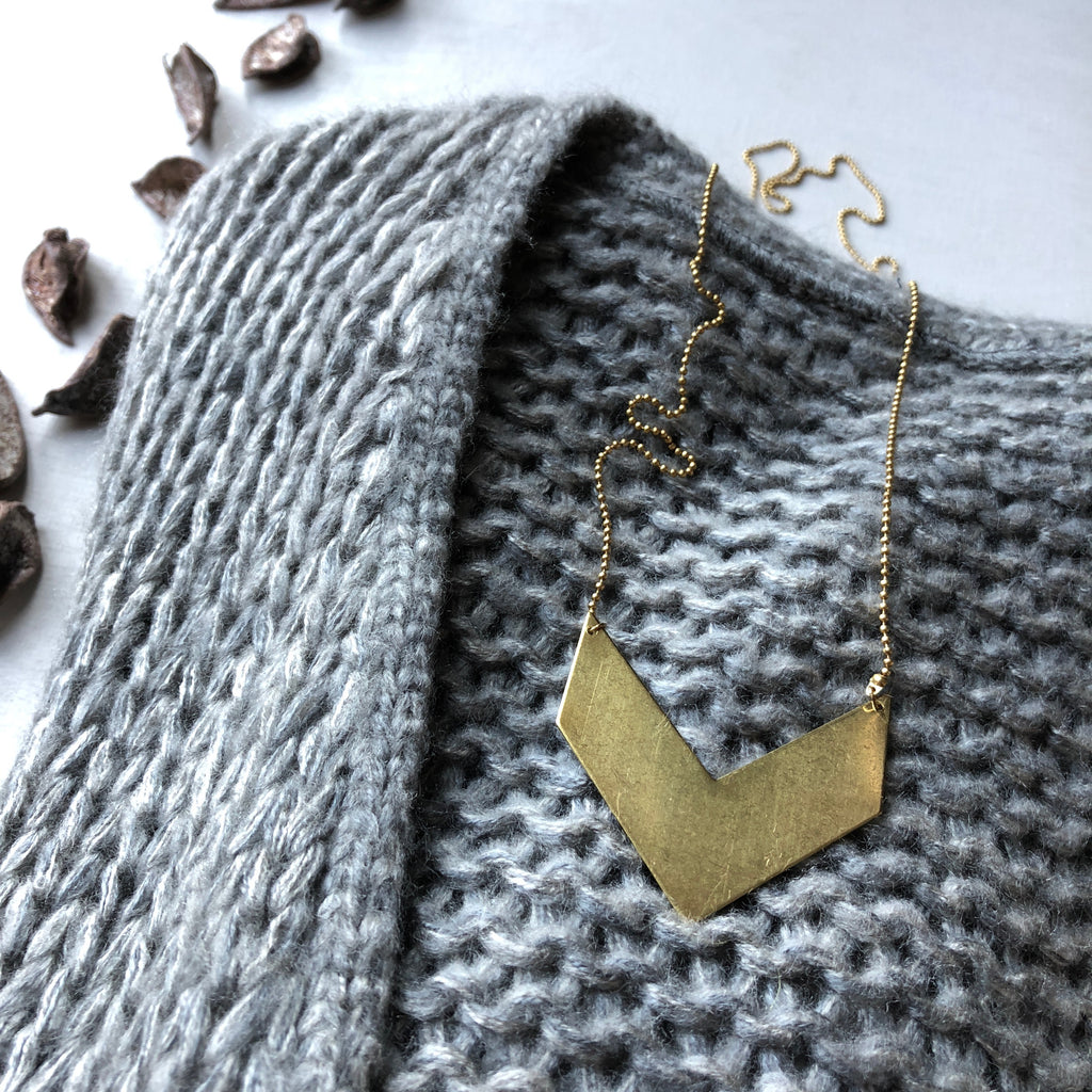 ° brass.LINE, halsketting  * Chevron-Pendant ° SOLID Gold