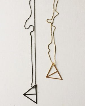 ° brass.LINE, halsketting * split triangle - gezwart