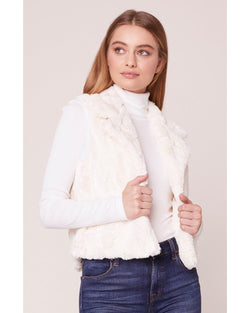 Jack BB Dakota White Ain't It Fuzzy Faux Fur Vest