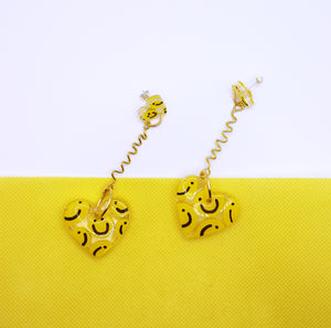 Drop Wiggle Petites in 'Classic Smiley'