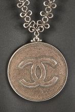 Vintage Chanel CHAN-073 Chain Closeup 2