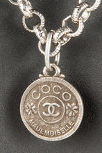 Vintage Chanel CHAN-077 Chain Closeup 2