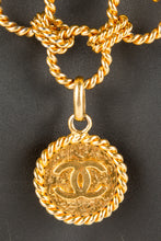 Vintage Chanel CHAN-139 Chain Closeup