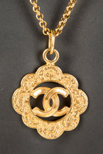 Vintage Chanel CHAN-180 Chain Closeup