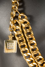 Vintage Chanel CHAN-215 Chain Closeup, Chanel