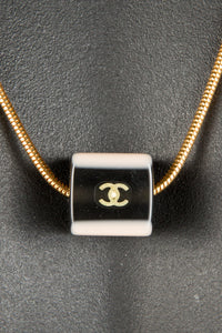 Vintage Chanel CHAN-231 Chain Closeup