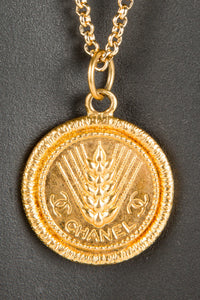 Vintage Chanel CHAN-242 Chain Closeup