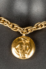 Vintage Chanel CHAN-250 Chain Closeup, Chanel