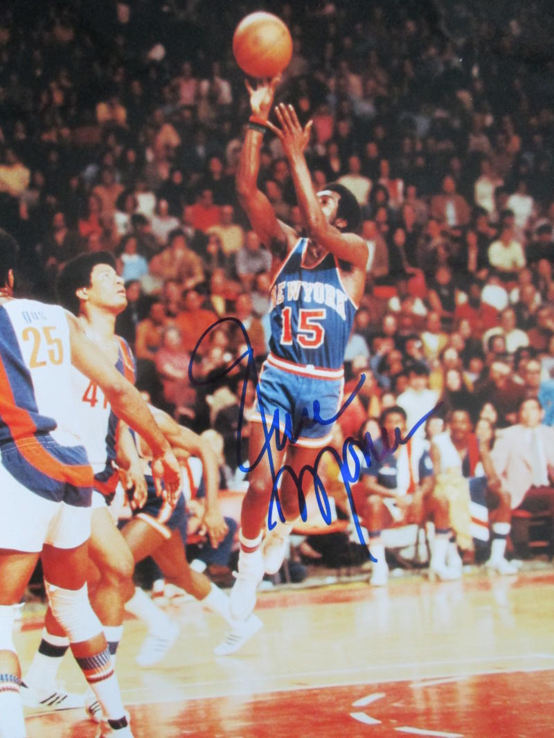 Earl 'The Pearl' Monroe New York Knicks Signed Auto 8x10 - COA
