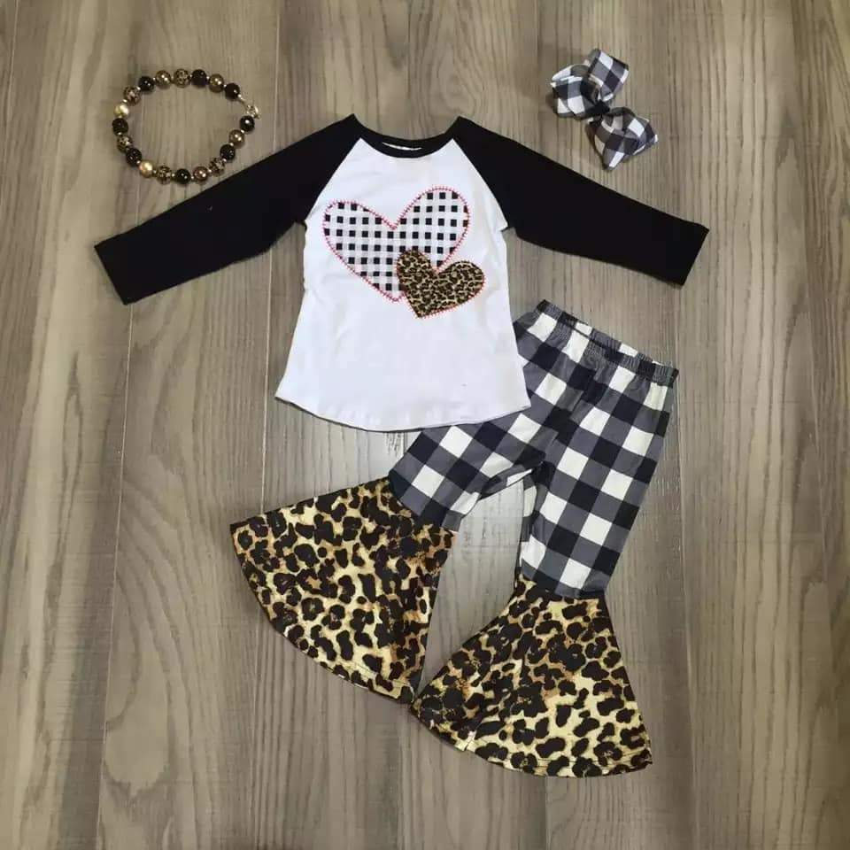 Black and White Heart Bells Set