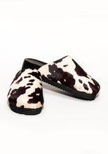 Load image into Gallery viewer, Printed Cowhide Clog