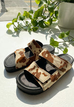 Load image into Gallery viewer, Contrast Thread Cowhide Sandal