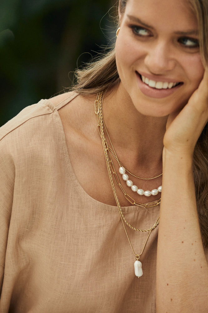 Pearl Drop Layer Necklace (Cream/Gold)