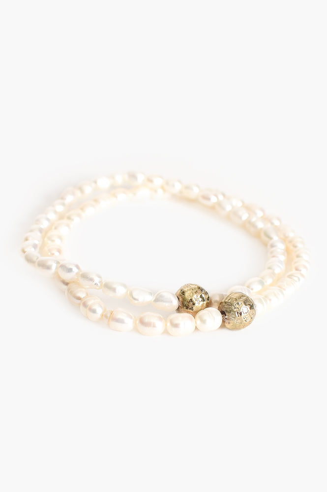 Phobe Freshwater Pearl Pattern Ball Set Bracelet (Cream/Gold)