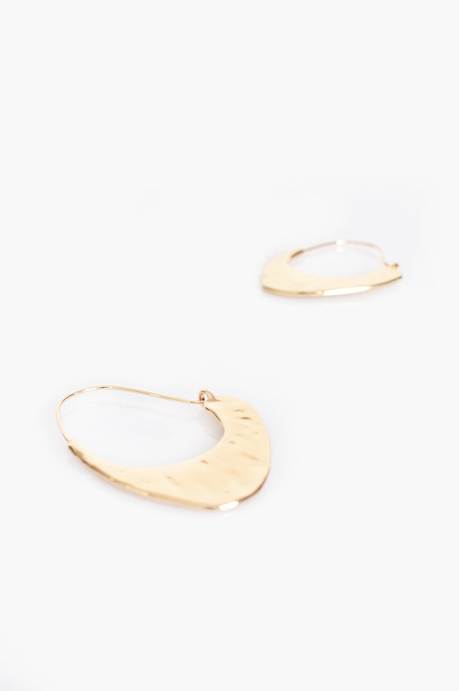 Billie Curved Beaten Metal Earrings (Gold)