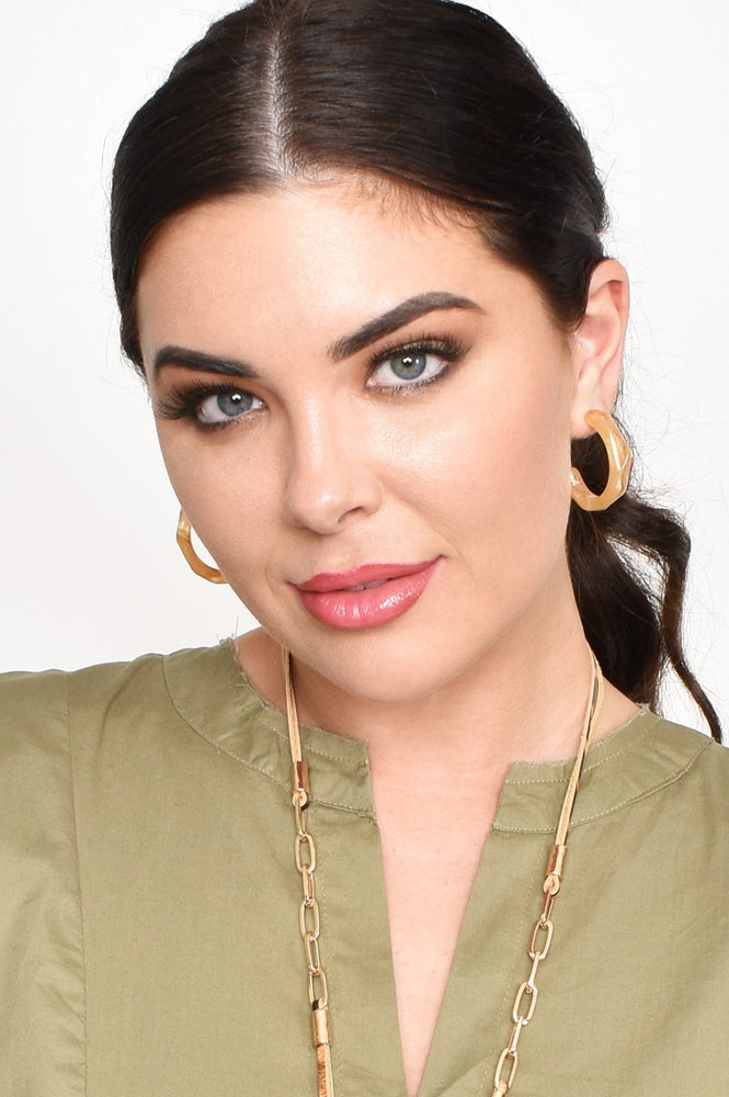 Facet Edge Resin Open Hoop Earrings (Tan)