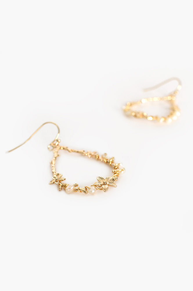 Pretty Twisted Pearl Flower Drop Earrings (Cream/Gold)