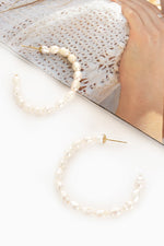 Fine Pearl Large Hoop Earrings (Cream/Gold)
