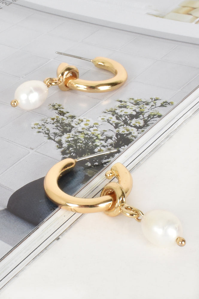 Pearl Drop Mini Hoop (Gold/Cream)