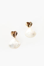 Metal Fan Top Shell Drop Earrings (Cream/Gold)
