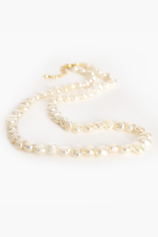 Fine Freshwater Pearl Short Necklace (Cream/Gold)