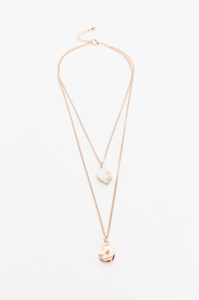 Cast Pearl Fine Layer Necklace (Rose)