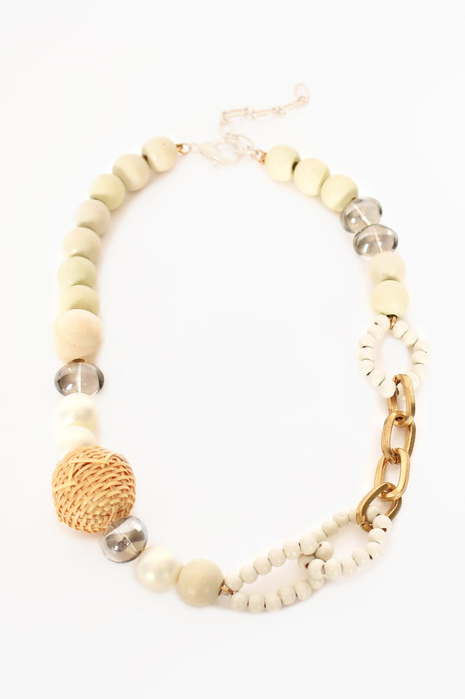 Mixed Materials Crafty Short Necklace (White/Natural)