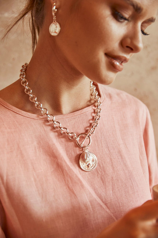 Coin & Pearl Round Link Chain Necklace (Silver/Cream)
