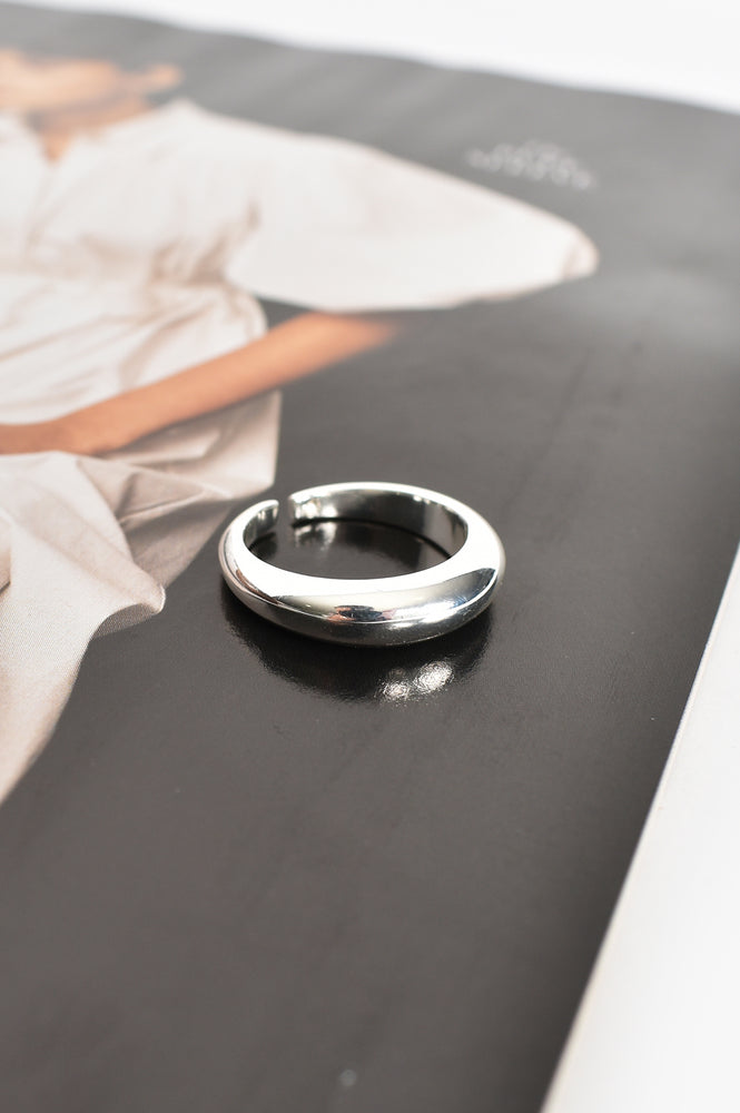 Metal Band Ring Size 8 (Silver)