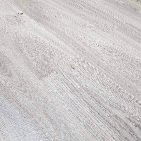 Knotty Whitewash Wood Effect Planked SPC Stone Reinforced Composite Waterproof Flooring 2.2må? (å£26.79 per må?) - Claddtech