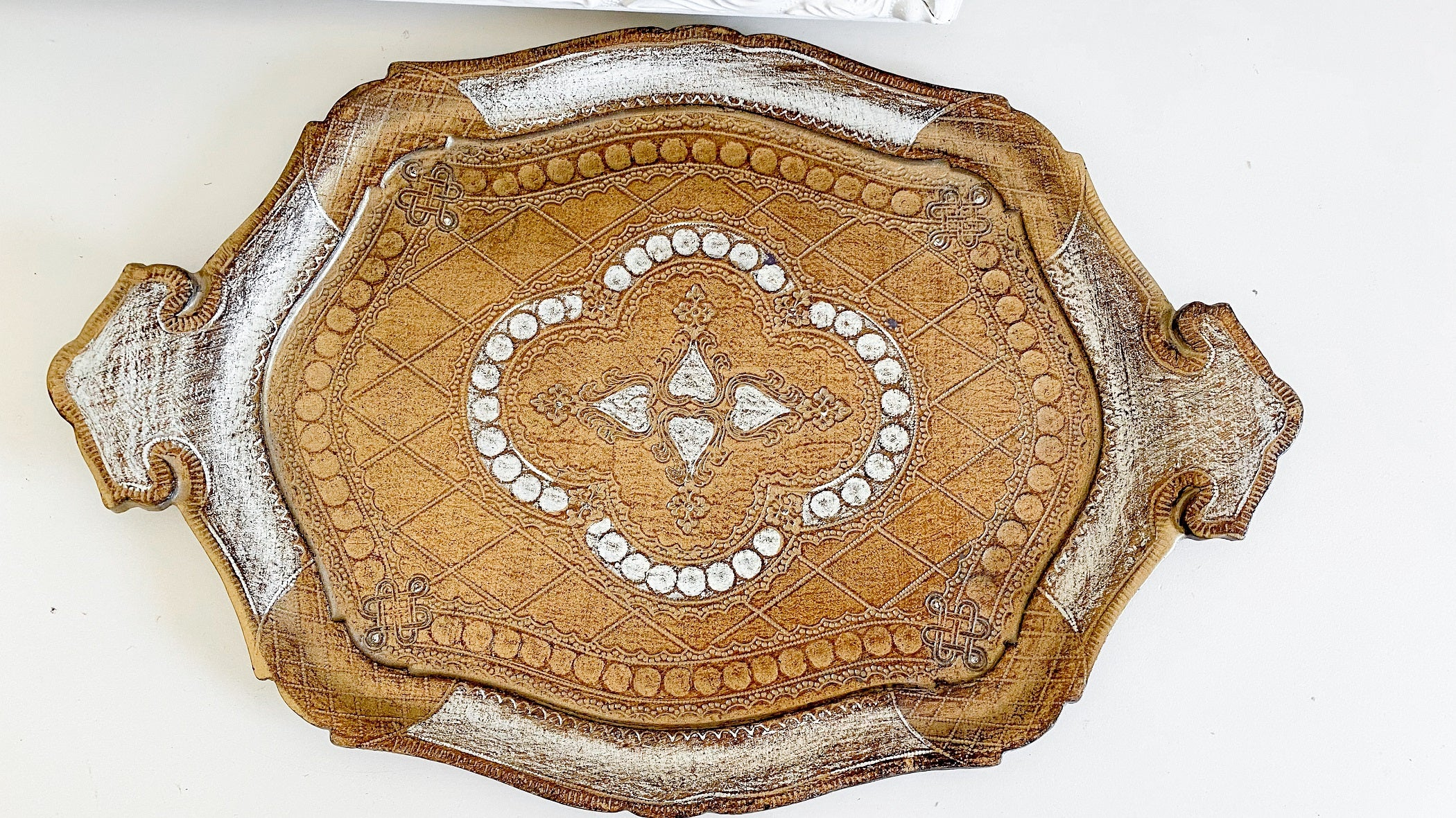 Vintage florentine tray~White and Gold