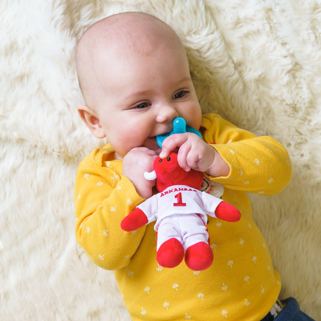 Pacifiers For Breastfed Babies: 4 Things To Consider