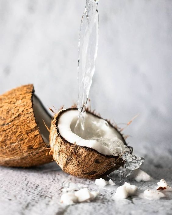 Think Twice About Using Coconut Oil On Your Hair| www.thetressclub.com