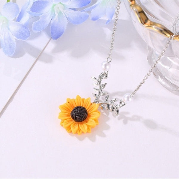 Womannewstyle Pearl New Creative Sunflower Pendant Necklace
