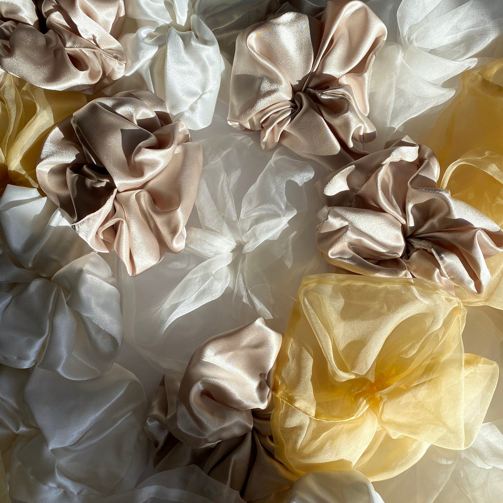 OVERSIZED SCRUNCHY - CHARMEUSE BLANCHE