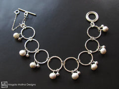 The Hammered Silver Rings Bracelet With Freshwater Pearls