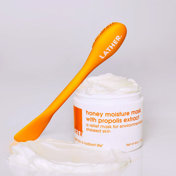 Face Mask Applicator Tool leaning against a jar of the Honey Moisture Mask with Propolis Extract