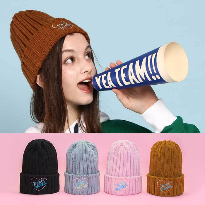 Heart-embroidered hat with thick woollen thread goes with a warm knit cap
