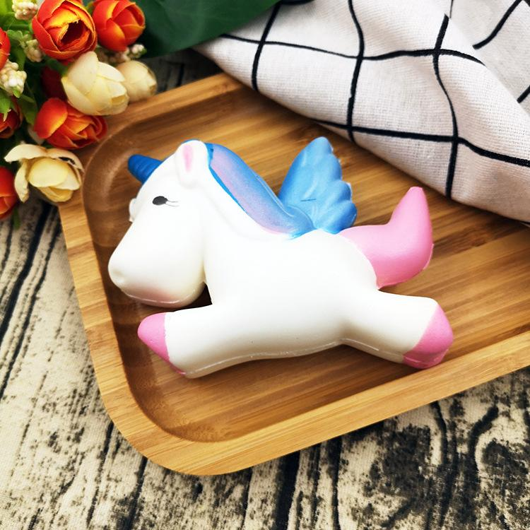 Silly Squishy - Star color flying horse unicorn slowly bounces back to the squishy imitation pu bread extruding toy