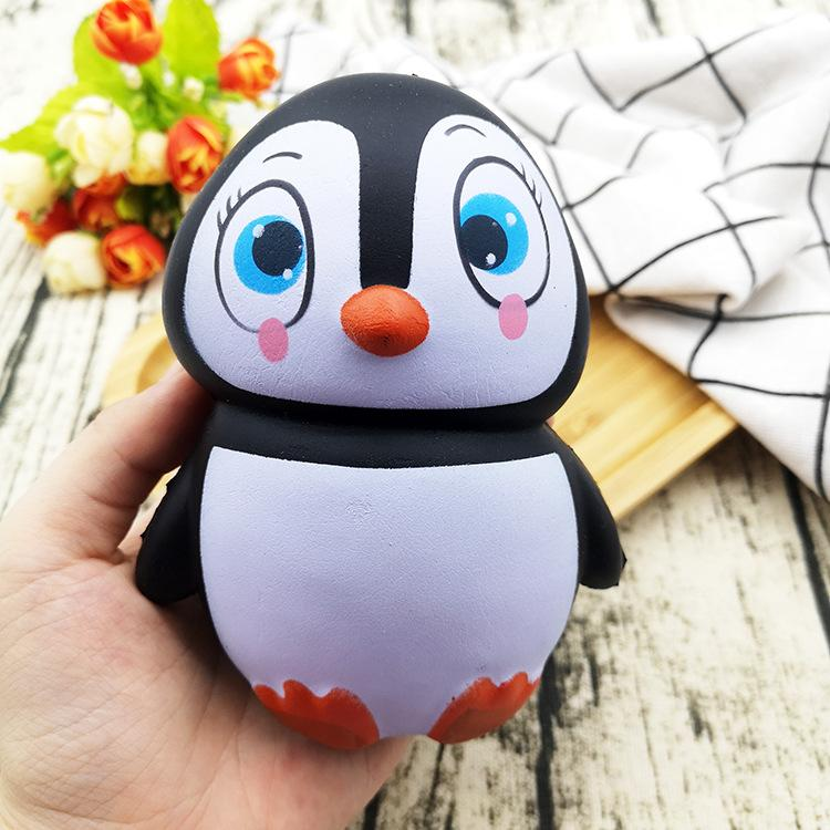 Silly Squishy - Male and female penguins slow bounce back to the squishy cartoon model PU simulation decompression release novel creative toys
