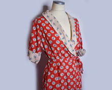 Load image into Gallery viewer, Vintage 1950s Floral Red Cotton Robe Vintage Dressing Gown by Robeville, Size Large