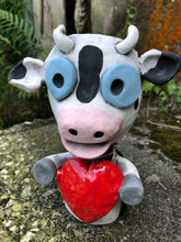 Load image into Gallery viewer, Cow with Big Heart Pothead// Cow Ceramic Pothead