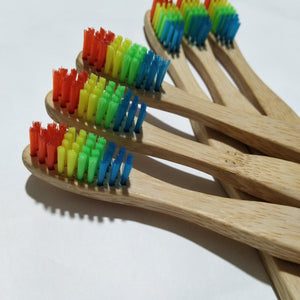 Brosses à dents Rainbow par 4 ou 8 en bambou biodégradable